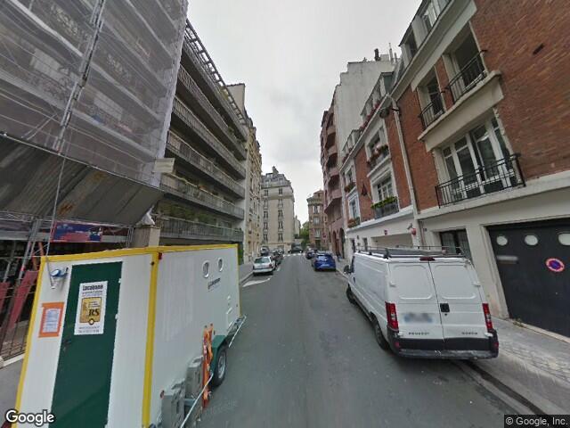 UN APPARTEMENT, UNE CAVE ET UNE CHAMBRE DE BONNE à PARIS