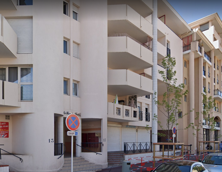 APPARTEMENT DE DEUX PIECES (28 m²) AVEC PARKING DANS UNE RESIDENCE DE TOURISME A CANNES LA BOCCA