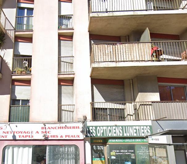 UN LOCAL COMMERCIAL AU RDC DE 14,42 M2 (lot 100) et UN EMPLACEMENT DE PARKING (lot 98) À NICE