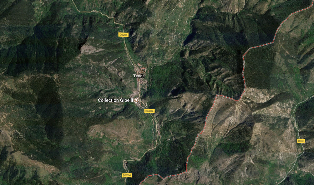 PROPRIETE : CONSTRUCTION MITOYENNE/1 ETAGE 99,59 M2, RDC RESTAURANT NON EXPLOITÉ 111,04 M2 , SS SOL PARKINGS 2 GARAGES À TENDE
