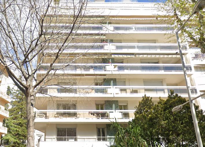 DEUX LOCAUX COMMERCIAUX REUNIS EN UN LOCAL DE 165.88 m² À NICE